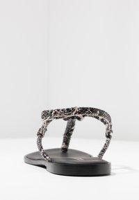 KIOMI - Sandály s odděleným palcem - black - 5