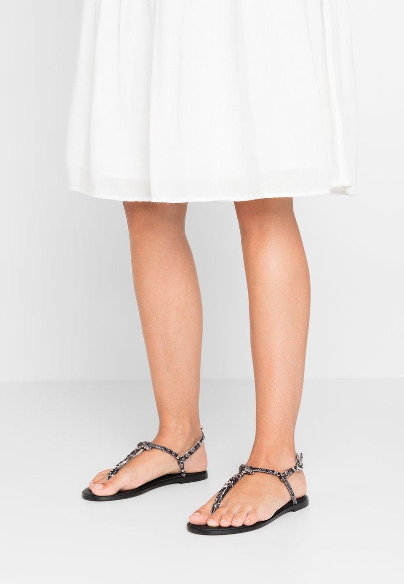 KIOMI - Sandály s odděleným palcem - black