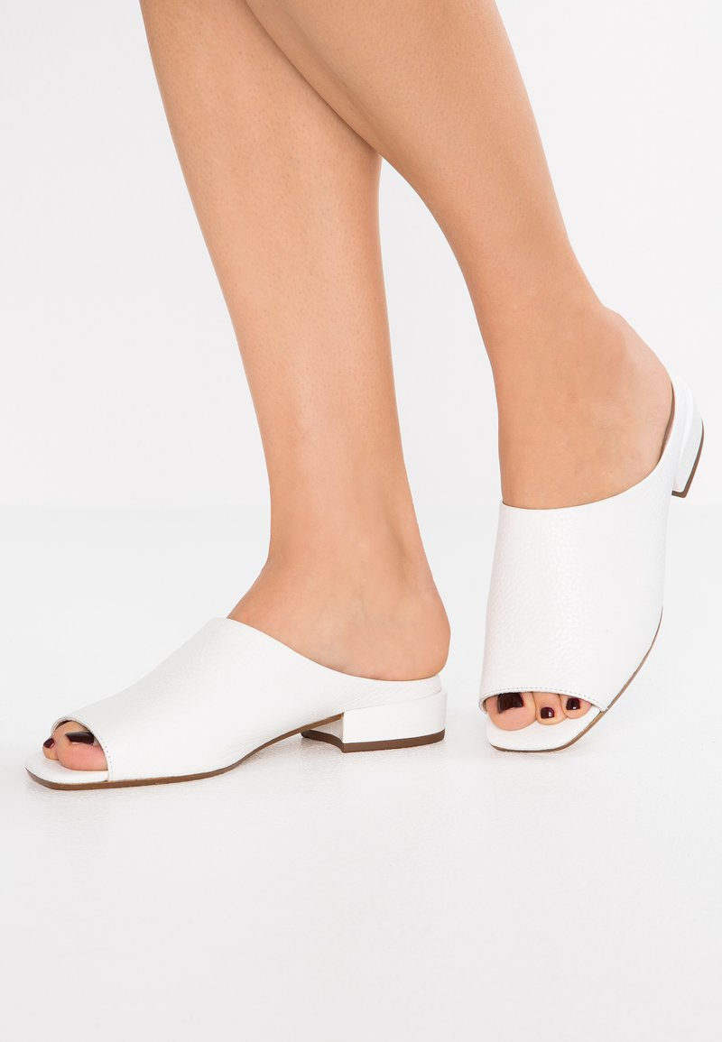 KIOMI - Mules - white