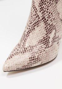 KIOMI - Boots med høye hæler - beige - 2