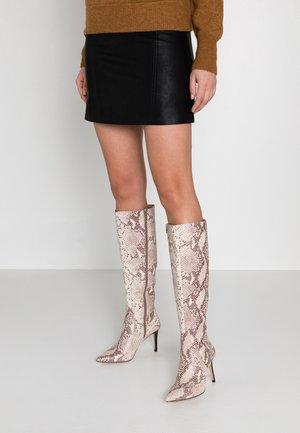 Boots med høye hæler - beige