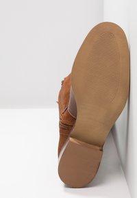KIOMI - Boots - cognac - 6
