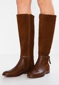 KIOMI - Boots - cognac - 0