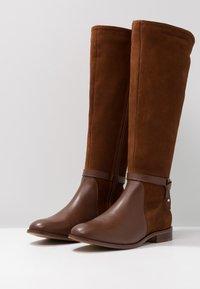 KIOMI - Boots - cognac - 4
