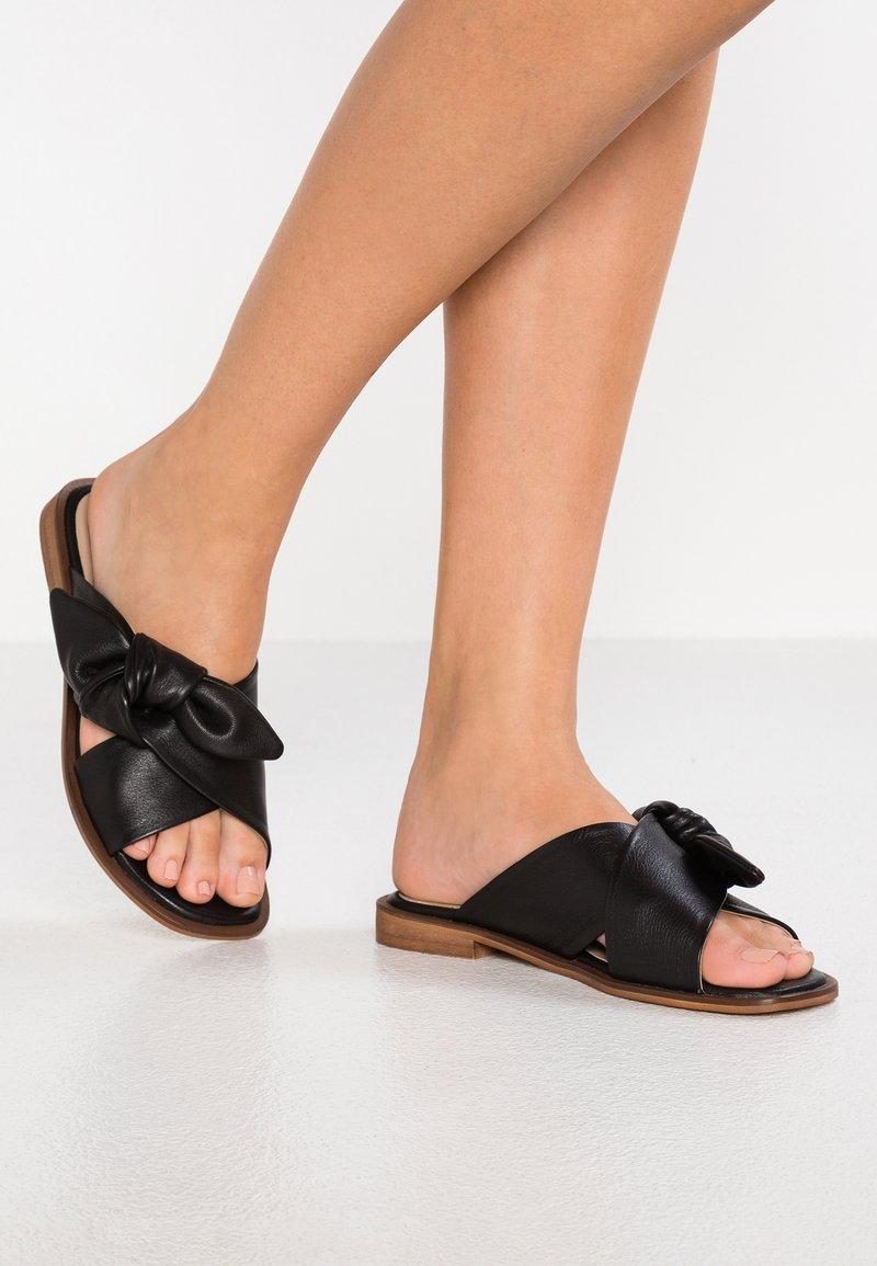 KIOMI - Mules - black