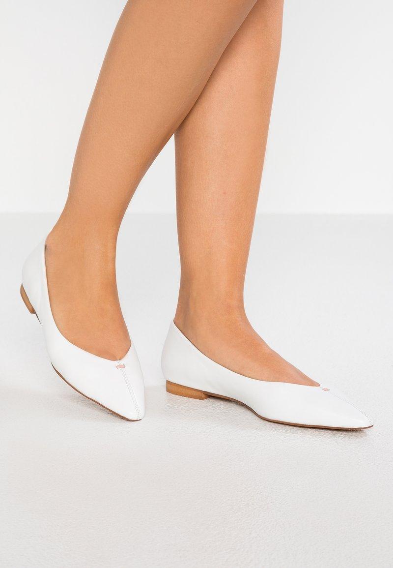 KIOMI - Ballet pumps - white