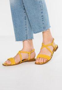KIOMI - Sandaalit nilkkaremmillä - yellow - 0