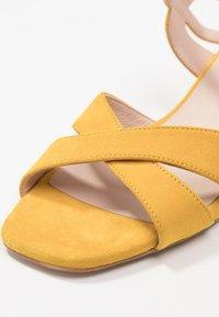 KIOMI - Sandaalit nilkkaremmillä - yellow - 2