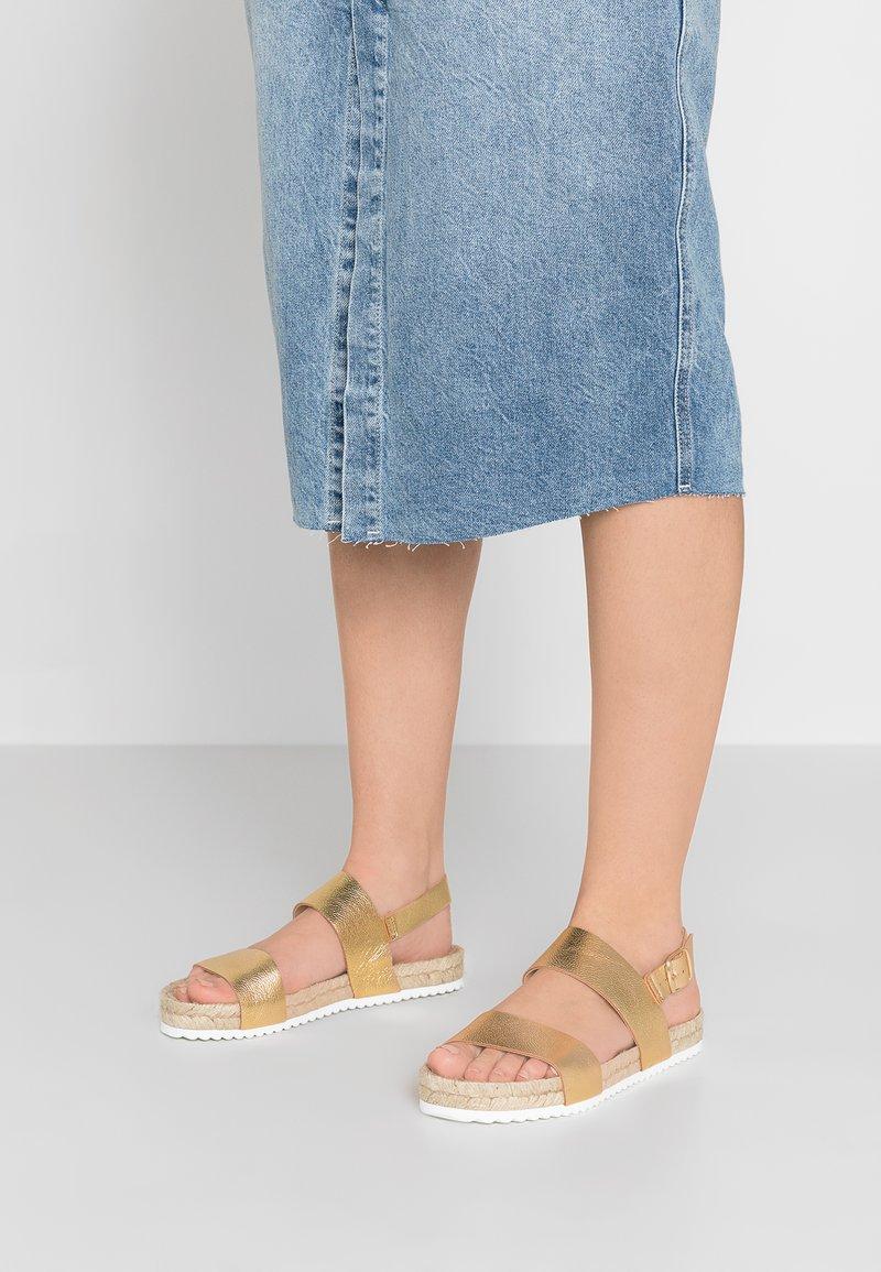 KIOMI - Sandals - gold