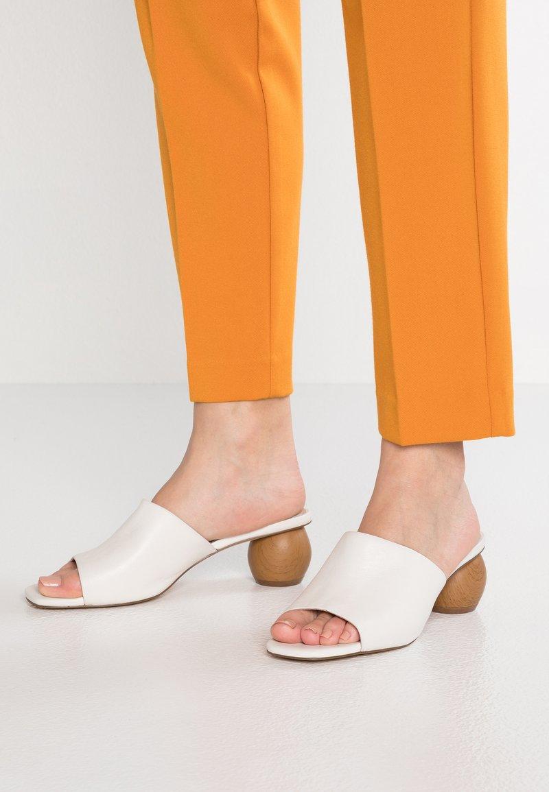 KIOMI - Heeled mules - white