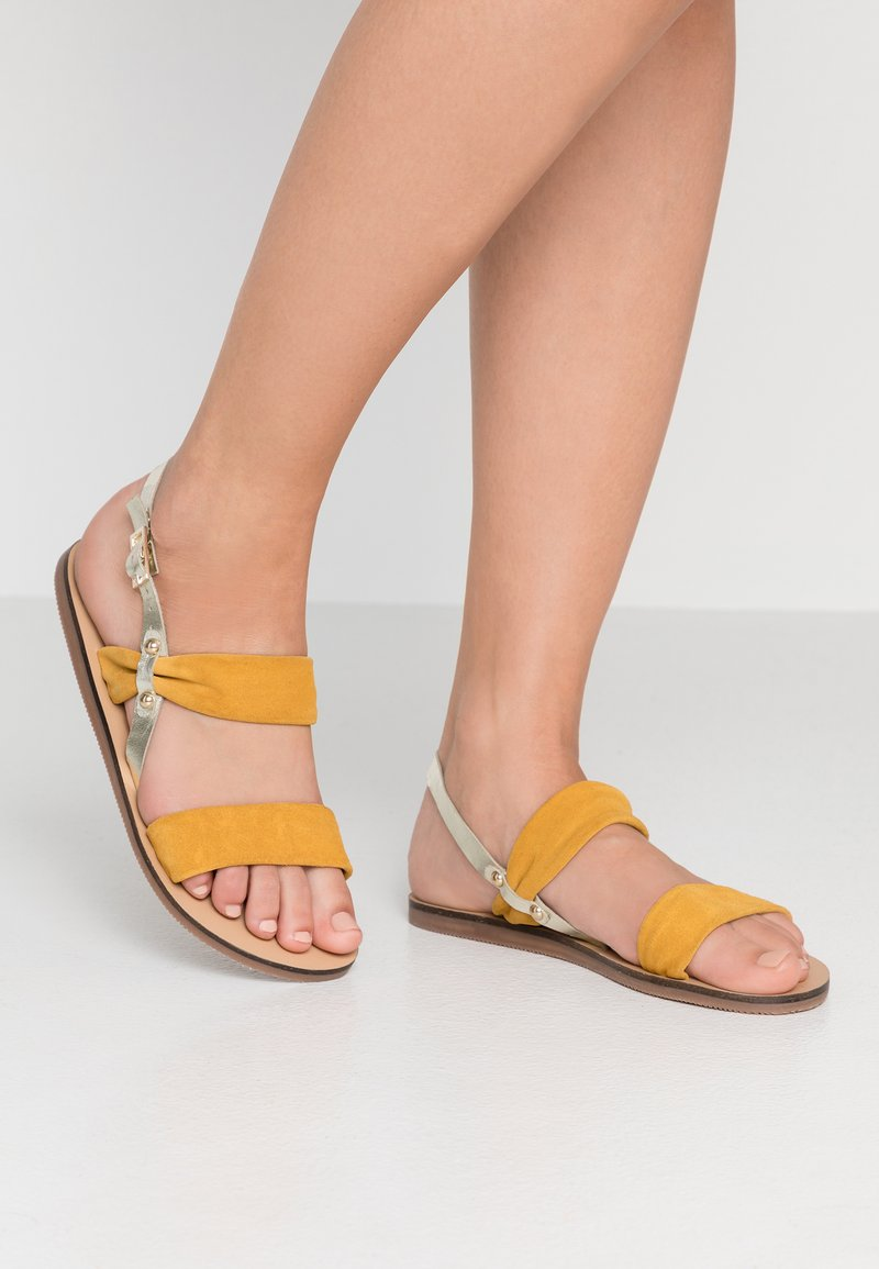 KIOMI - Sandales - yellow
