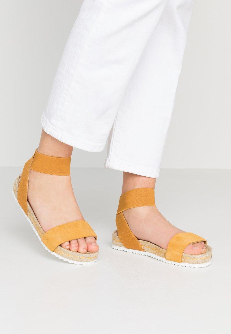 KIOMI - Sandals - ochre