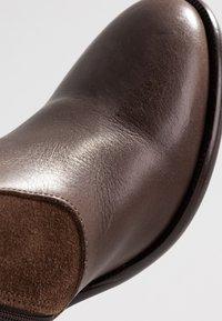KIOMI - Stivali alti - brown - 2