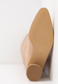 KIOMI - Støvler - beige - 6