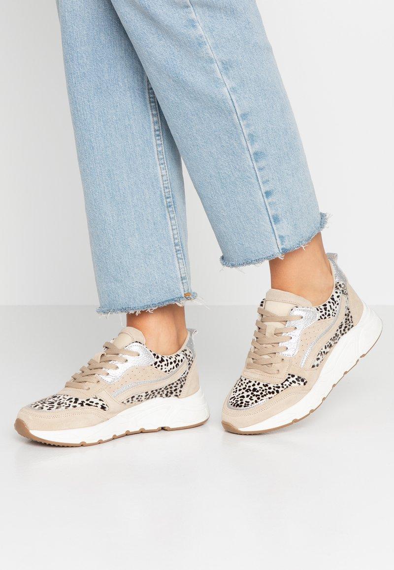 KIOMI - Sneakers laag - beige