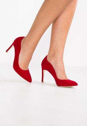 Høye hæler - red