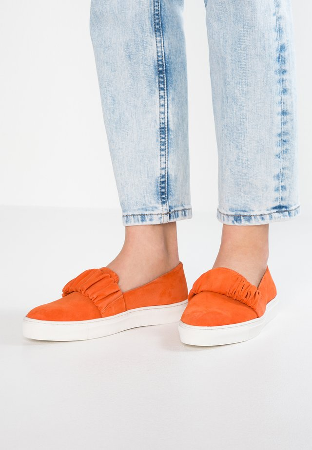 Loaferit/pistokkaat - orange