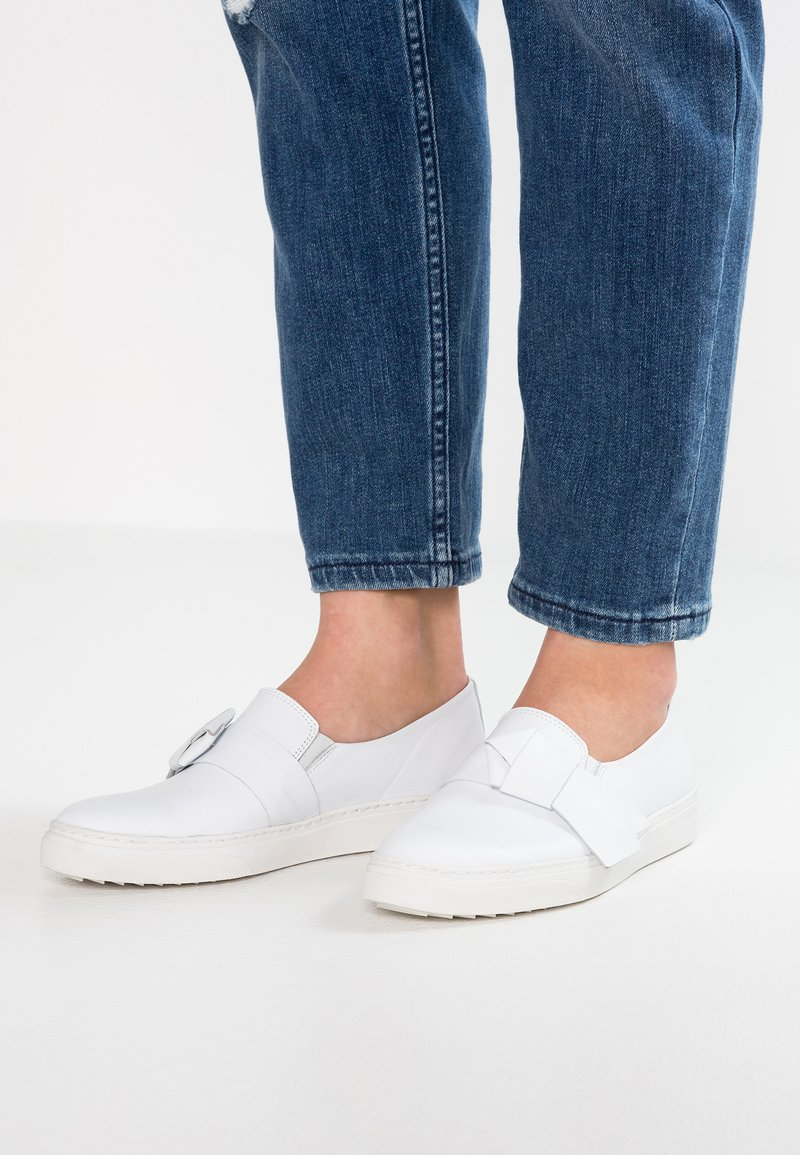 KIOMI - Loafers - white