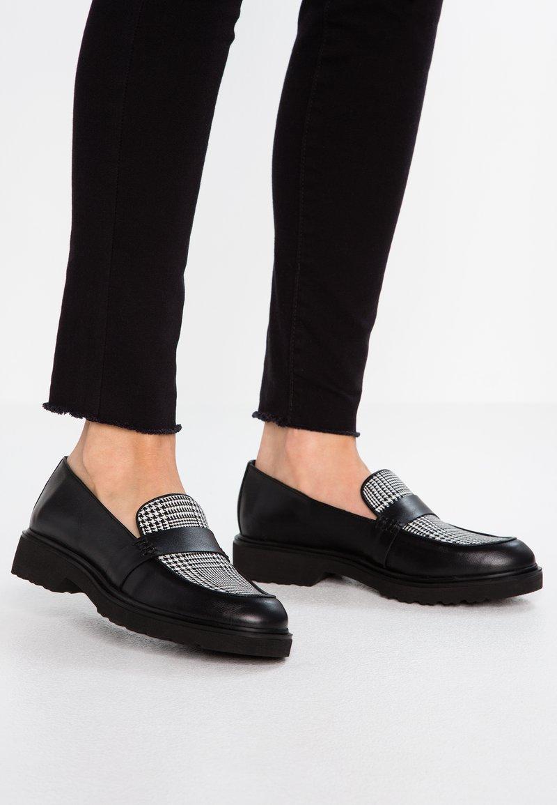 KIOMI - Nazouvací boty - black