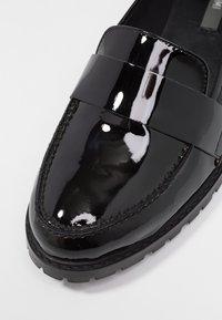 KIOMI - Slippers - black - 2