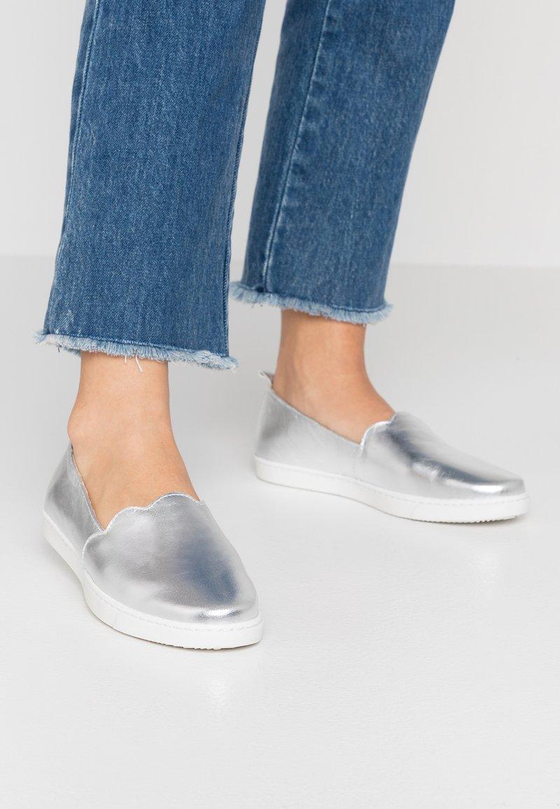 KIOMI - Loafers - silver