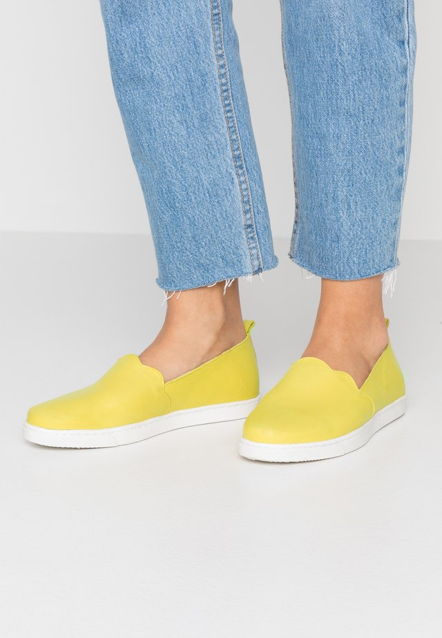 Loaferit/pistokkaat - yellow