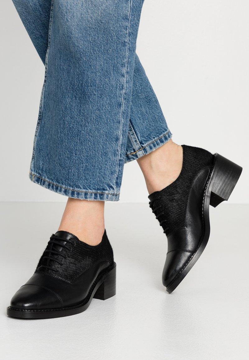 KIOMI - Lace-ups - black