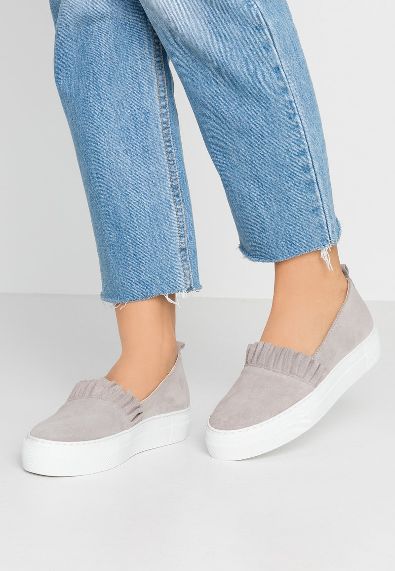 KIOMI - Slippers - light grey