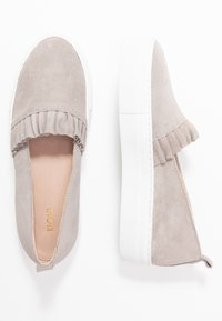KIOMI - Slippers - light grey - 3