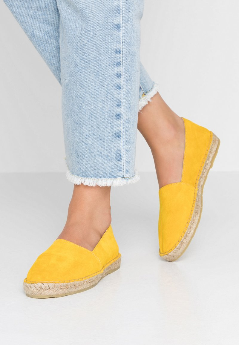 KIOMI - Loafers - yellow