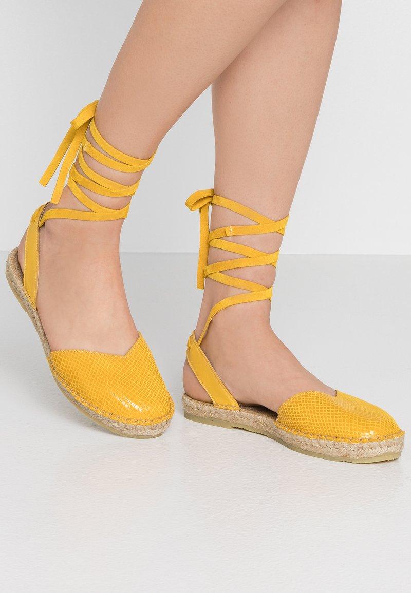 KIOMI - Espadrilky - yellow