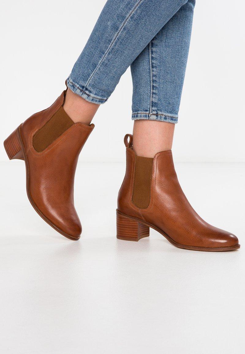 KIOMI - Ankle Boot - cognac