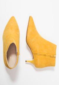 KIOMI - Botines - yellow - 3