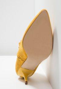 KIOMI - Botines - yellow - 6