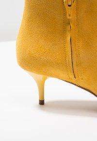 KIOMI - Botines - yellow - 2