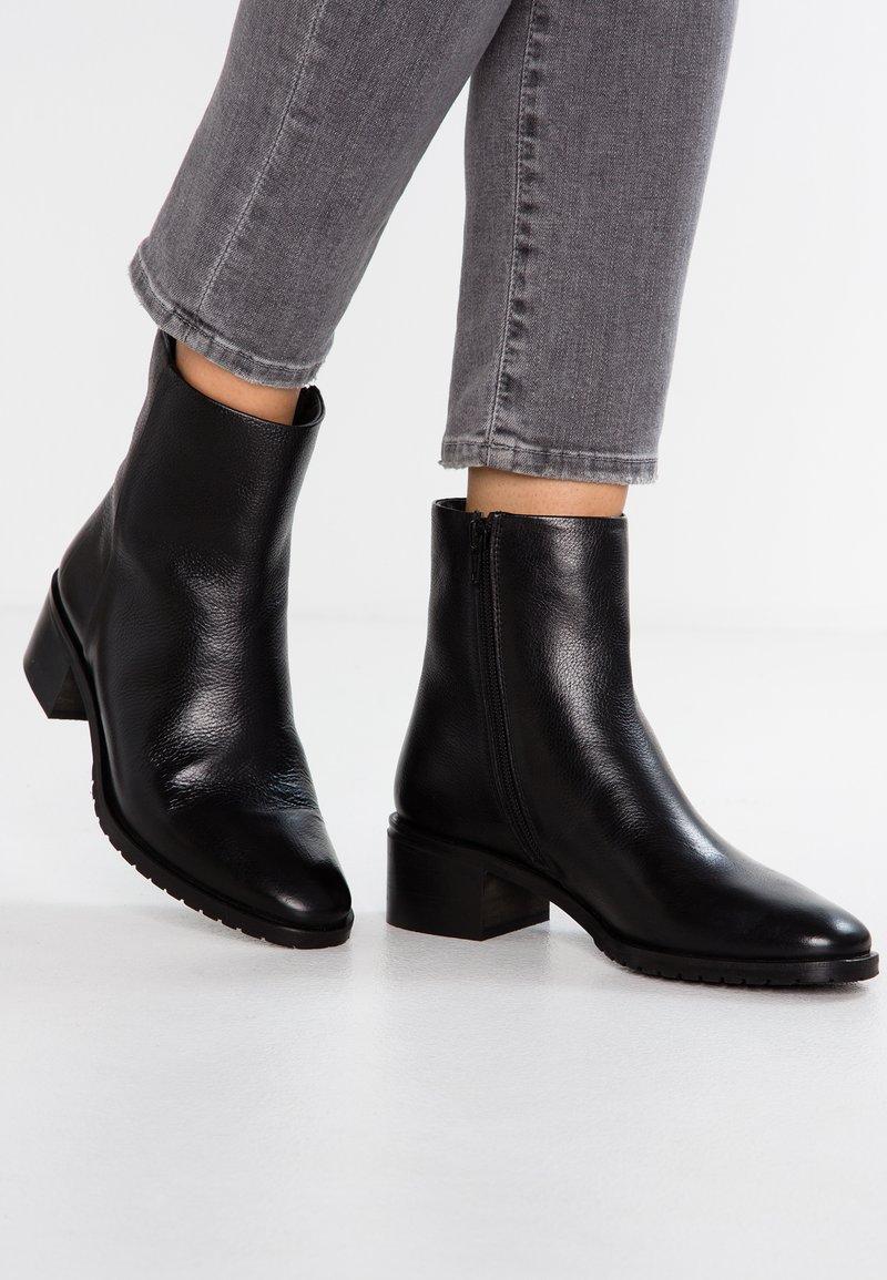 KIOMI - Støvletter - black