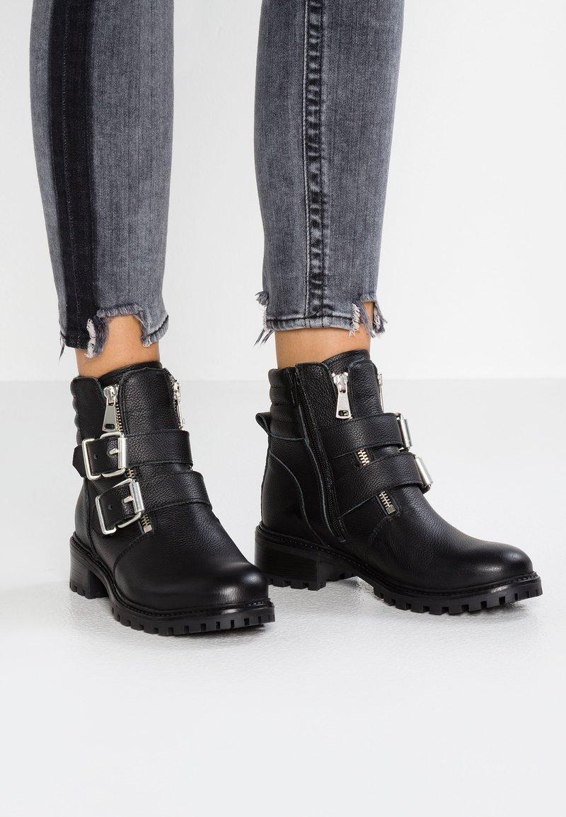 KIOMI - Cowboystøvletter - black