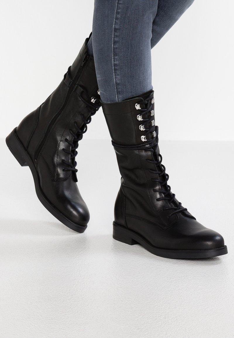 KIOMI - Snørestøvler - black