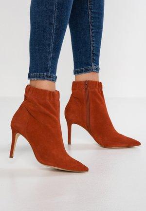 Kotníkové boty - orange