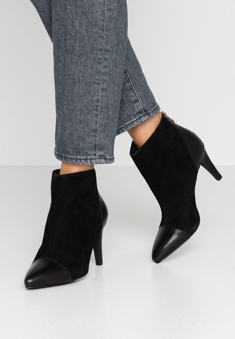 KIOMI - Ankelstøvler - black