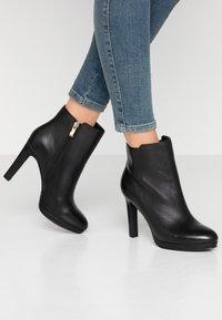 KIOMI - Kotníková obuv na vysokém podpatku - black - 0