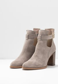 KIOMI - Classic ankle boots - beige - 4