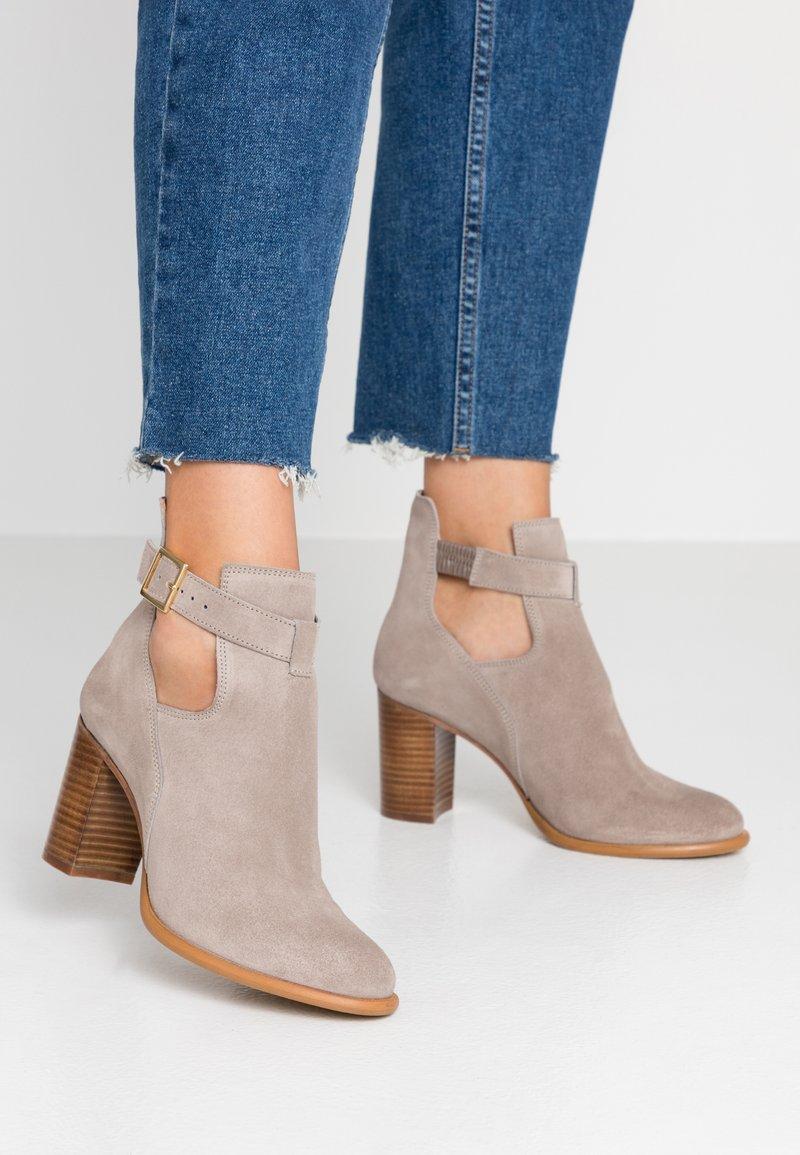 KIOMI - Classic ankle boots - beige