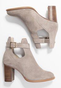 KIOMI - Classic ankle boots - beige - 3