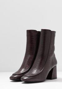 KIOMI - Classic ankle boots - dark red - 4