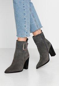 KIOMI - Classic ankle boots - dark gray - 0