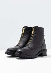 KIOMI - Classic ankle boots - black - 4
