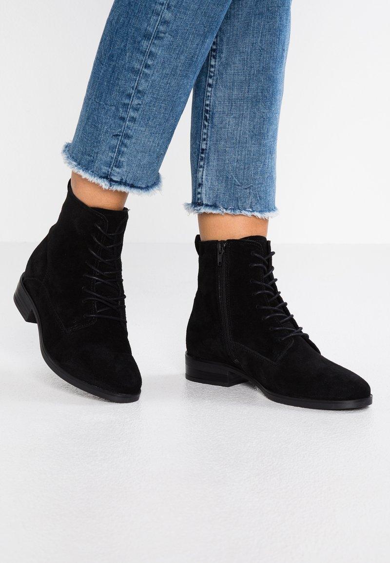 KIOMI - Šněrovací kotníkové boty - black