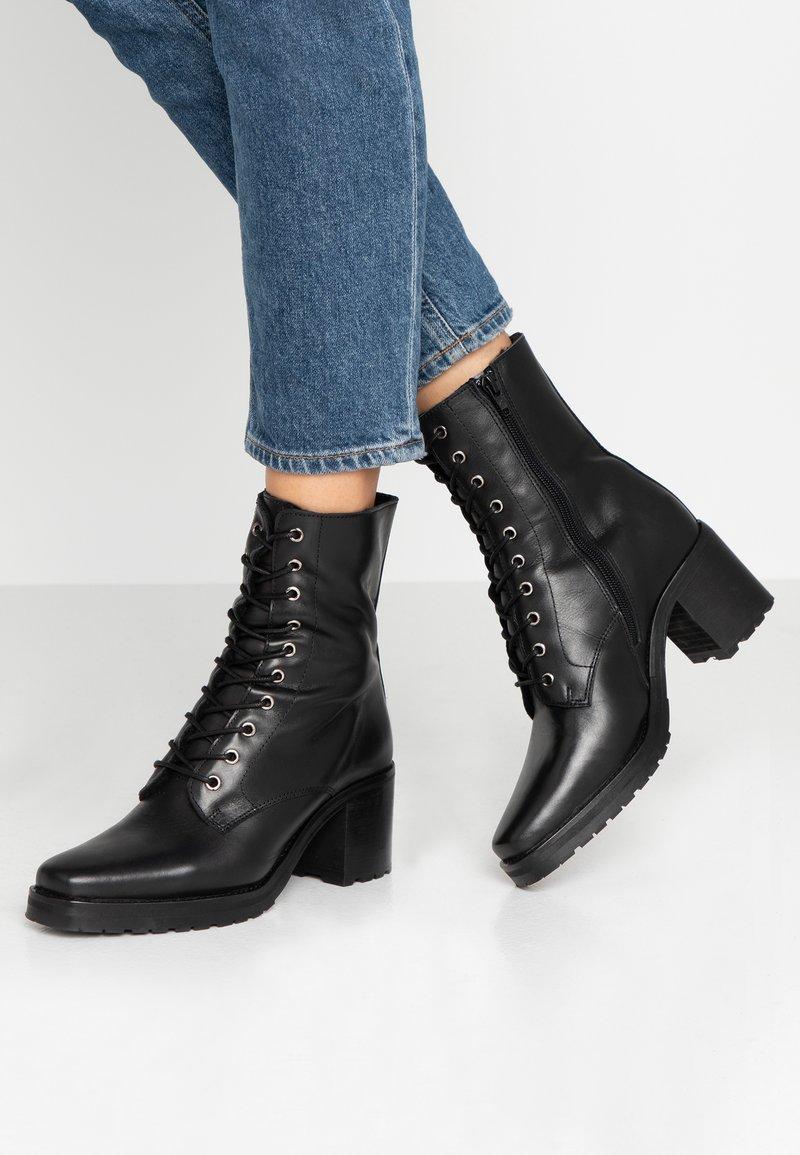 KIOMI - Snørestøvletter - black