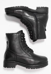 KIOMI - Botines con cordones - black - 3